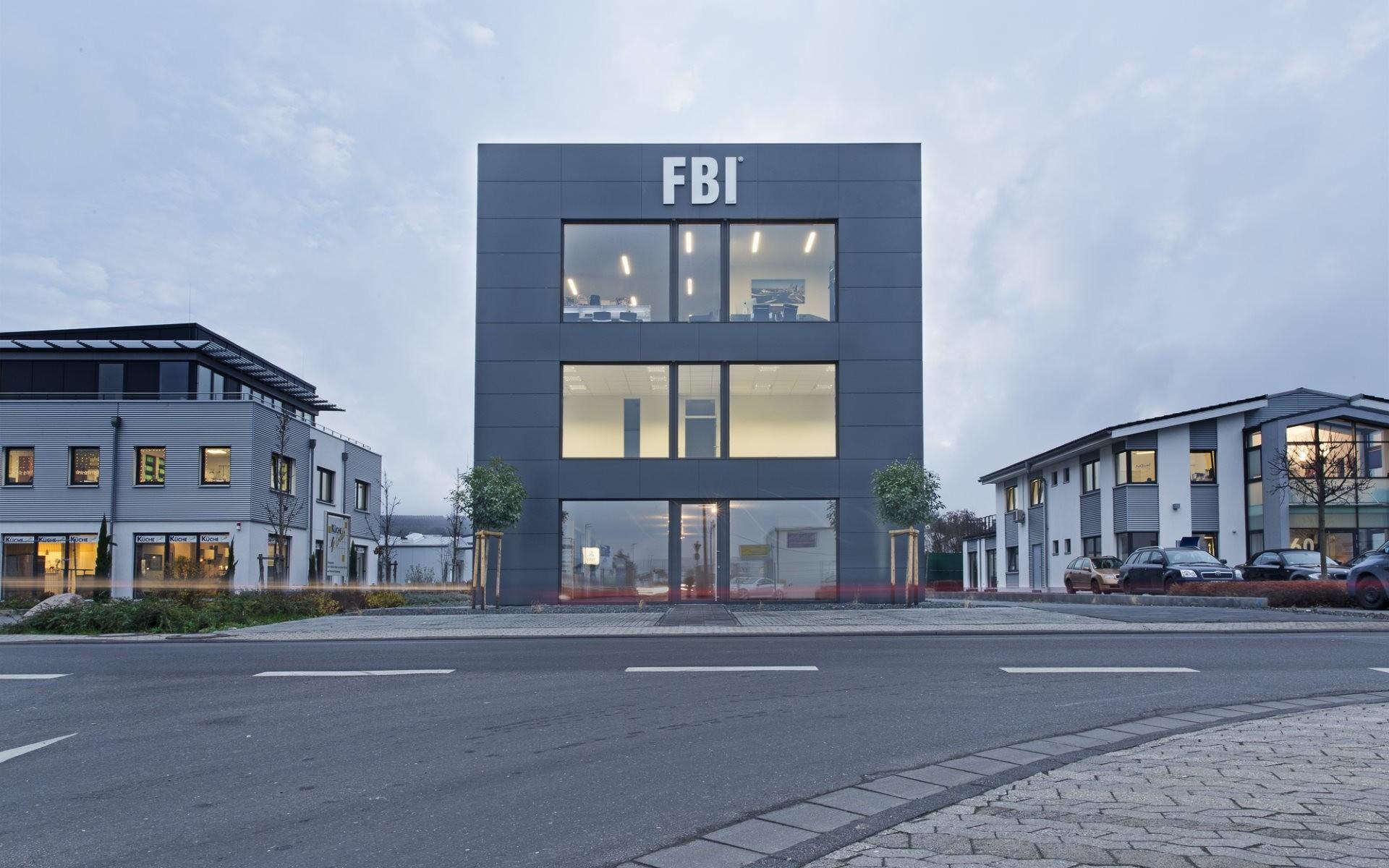FBI Gebäude frontal 2000pxa